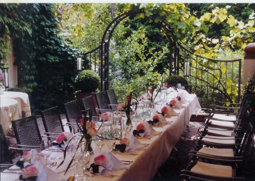 Die Terrasse gedeckt für Ihre Feierlichkeit